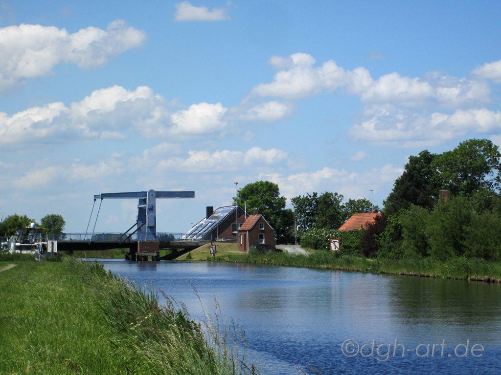 Hebebrücke am Kanal