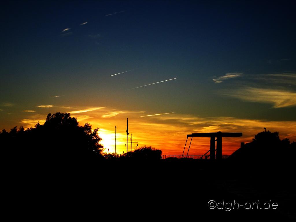 Hebebrücke im Abendlicht